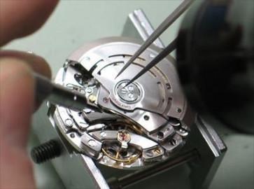 Ersetzen eines Uhrwerks ohne Datumsanzeige